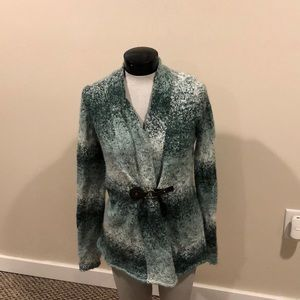 Ellen Tracy size medium green and white sweater